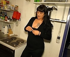 HAUSFRAU FICKEN - Hardcore fuck and facial with BBW tattooed German housewife
