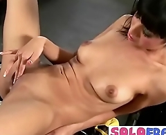 Freak Solo Girl (lily) Use Sex Things As Dildos On Cam vid-11