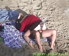 Naked couples fucking on the beach by voyeur camera parte2