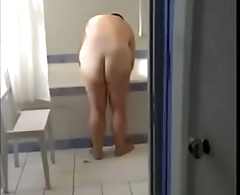 Curvy buttocks of mature Brit wife - Pumhot.com