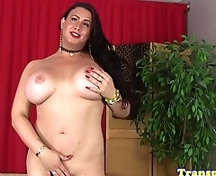 Curvy trans babe playing with her dick