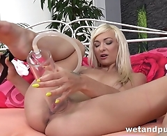 Horny solo blonde uses vacuum pump for her pleasure